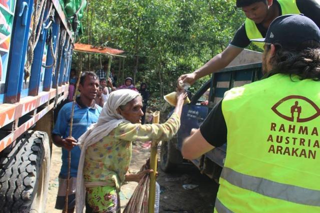 Gördükleri şiddet nedeniyle Myammar'ın Arakan bölgesinden kaçan binlerce Arakanlı mülteci Bangladeş'e sığınmaya devam ediyor. Rahma Austria insani yardım derneği Arakanlıların yaşamış olduğu kriz nedeniyle Avusturya'dan başlatmış olduğu yardım çağrısına destek olan yardım severlerin yardımlarını binlerce Arakanlıya ulaştırdı.