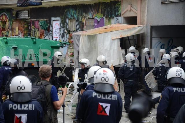 'Viyana'da 1.700 Kişilik Polis Ekibiyle 'Ev Boşaltma' Operasyonu