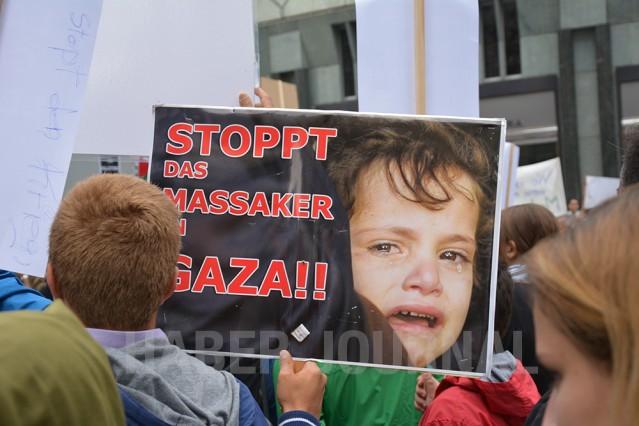 İsrail'in Gazze'ye yönelik saldırıları Dünya'nın her yerinden protesto edilmeye devam ediyor.