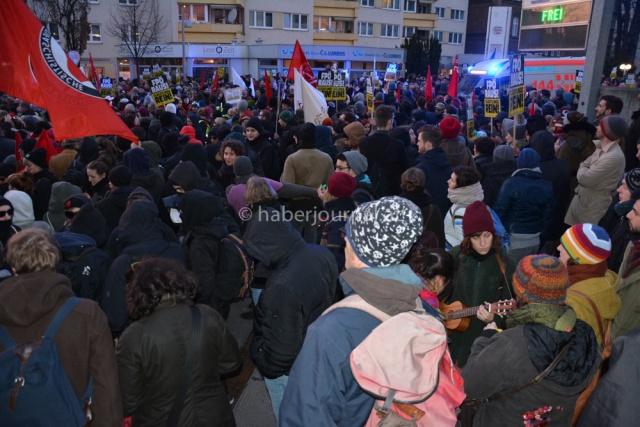 Viyana'da Mülteci Karşıtı Protestoya Karşı Protesto