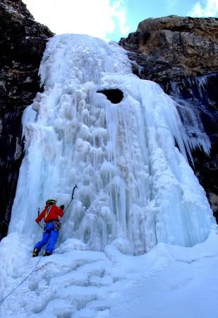 ''Buzul Şelalesine Tırmanış''