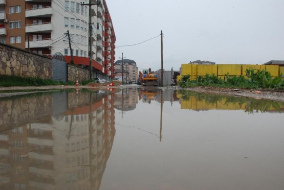 ''Sırbistan ve Kosova'da Sel Hayatı Felç Etti''