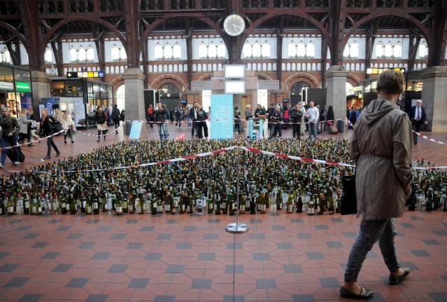 4 bin boş alkol şişesi sergilediler! Neden mi?