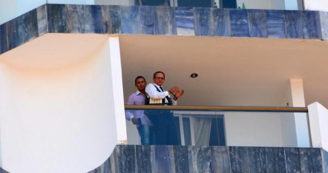 Brezilya'da otelde rehin alma eylemi: -Rehineye patlayıcı yüklü yelek giydirdiği sanılan saldırgan, Devlet Başkanı Dilma Rousseff'in yeniden seçilmemesini istedi