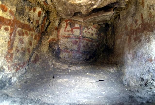Höyükte 5 bin yıllık duvar resimleri bulundu:  Kütahya'da, Dumlupınar Üniversitesi (DPÜ) Fen Edebiyat Fakültesi Arkeoloji Bölümü tarafından 2006 yılından beri, birçok medeniyete ev sahipliği yapmış Seyitömer Höyüğü'nde sürdürülen kurtarma kazılarında, 5 bin yıllık mekanın içerisinde duvarlara hayvan ve insan figürü ile çeşitli geometrik şekiller çizilmiş resimler bulundu.