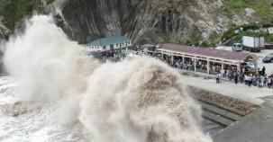 Bu dalgalar 20 bin kişiyi evinden etti!