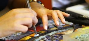 Zamanlarını tabletle geçirmek yerine mozaik öğreniyorlar