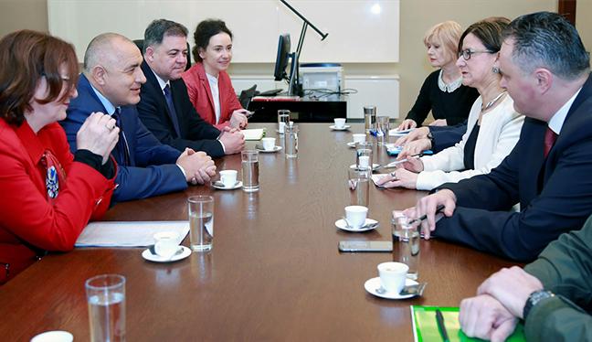Avusturya'nın iki bakanından o ülkeye ziyaret