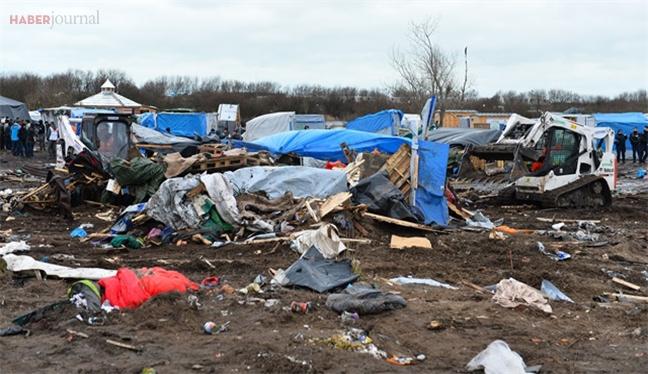 Avrupa ülkesinde sığınmacı kampının yıkımı devam ediyor