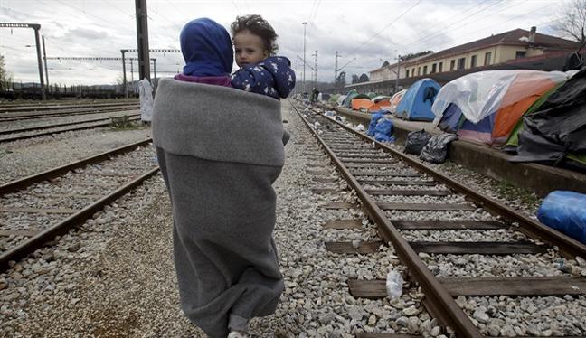İdomeni'deki sığınmacılar alternatif kamplara yerleşiyor