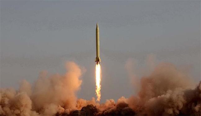 İran'ın füze denemesi BMGK'yi böldü