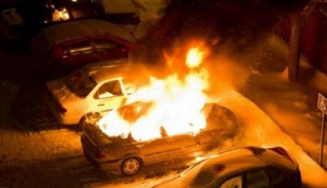 Kosova'da 10 makam aracına molotoflu saldırı