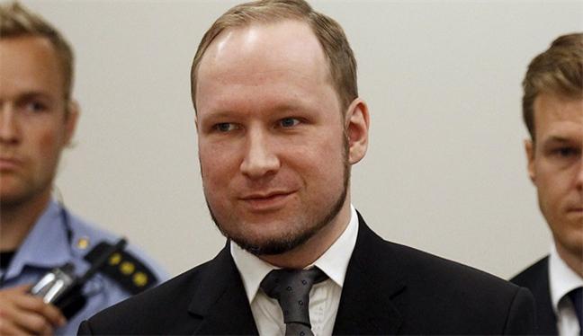 Norveçli katil devletten şikayetçi oldu