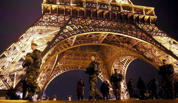 Paris'te terör alarmı: 4 gözaltı