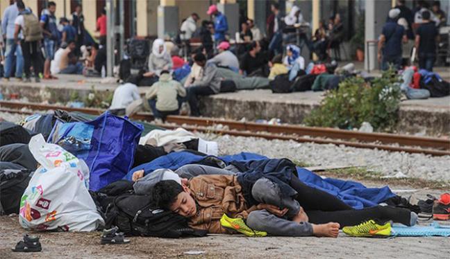 Sığınmacıların kapattığı demir yolu açılmadı
