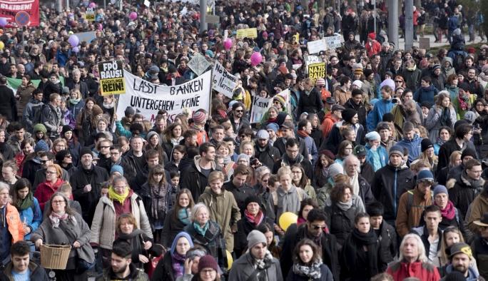 Viyana'da 16 bin kişilik protesto