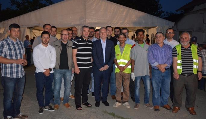 MÜSİAD Austria'dan mültecilere iftar yemeği