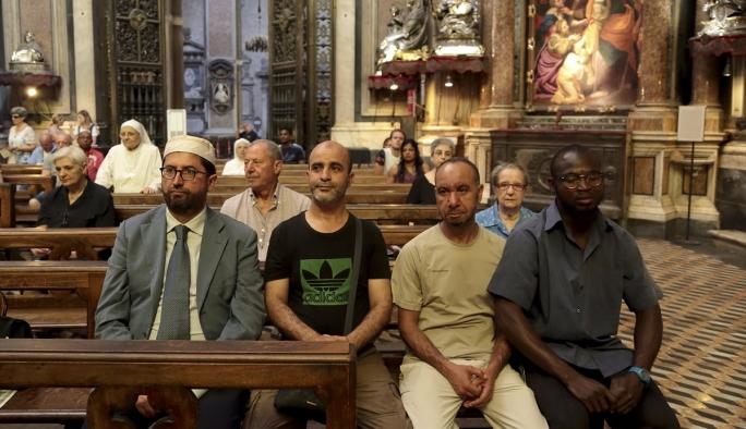 İtalya'da Müslümanlar pazar ayinine katıldı