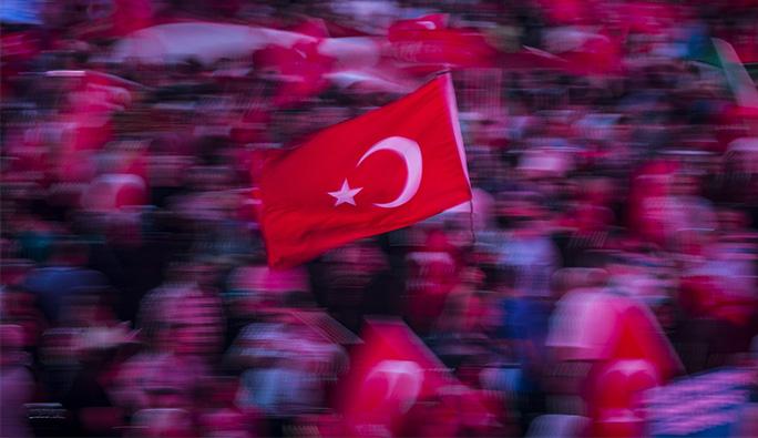 Meral Karataş. 'Yabancı düşmanlığı siyasiler eliyle körükleniyor'