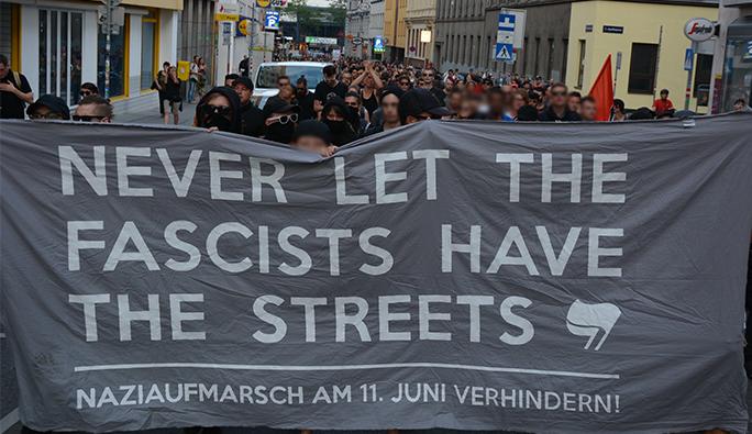 Viyana'da sığınmacı yanlısı grup, sağcıları yürütmedi