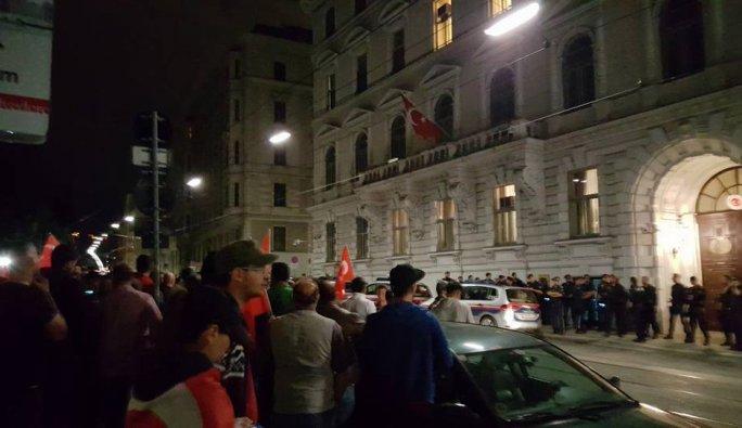 Viyana'da halk sokağa indi
