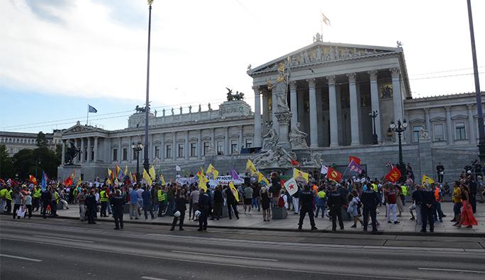 Tarık Mete: 'Avusturya'yı terketme çağrıları nerede?'