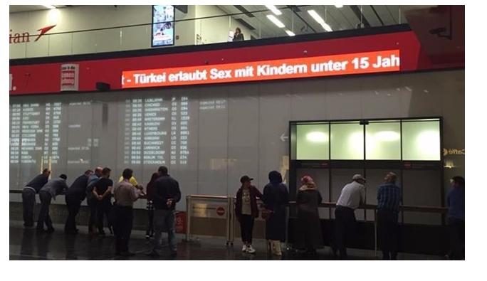 Viyana havalimanındaki ahlaksız 'Türkiye' afişi kaldırıldı