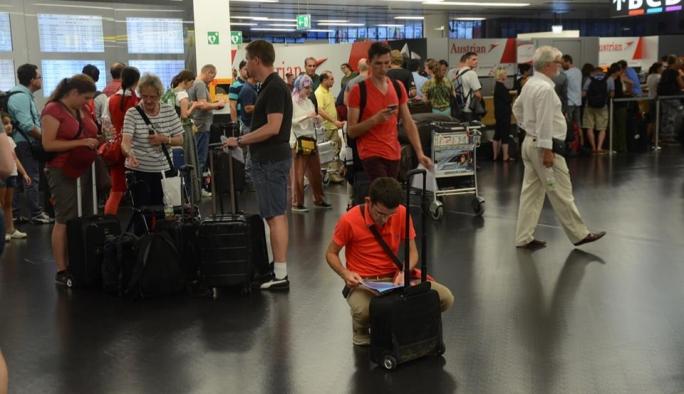 Viyana Havalimanından açıklama: 63 uçuş iptal