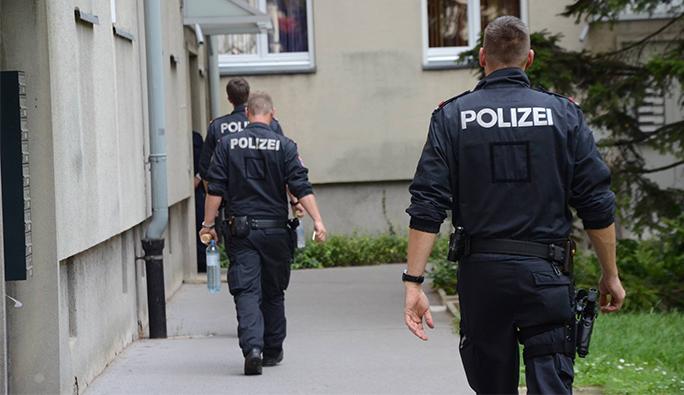 Viyanalı kardeşler üç polisi yaraladı