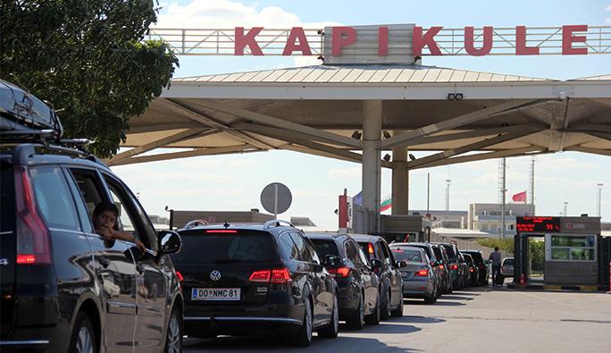 Türkiye'ye araçla giden gurbetçilere müjde: 185 gün şartında düzenleme