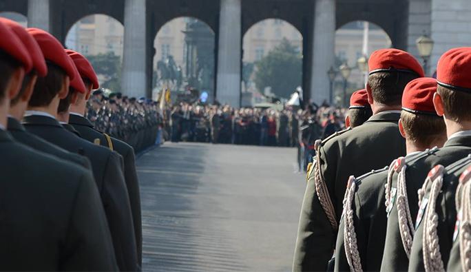 Viyana'daki 2 özel okula asker koruması