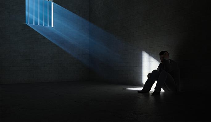 Avusturya: Şizofreni hastası aylarca normal cezaevinde tutuldu