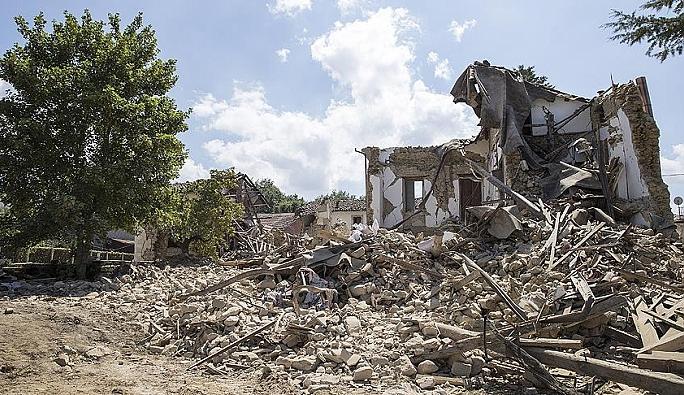 Şiddetli deprem korkuttu!