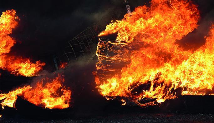 Viyana'da ev yangını: Yanarak can verdi