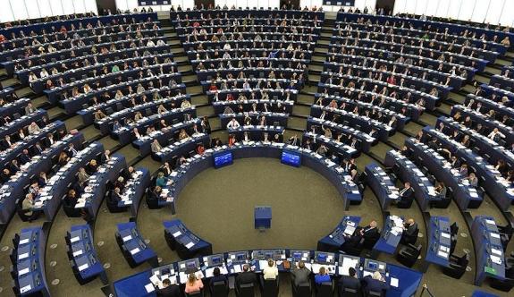 AP'de Schulz'un koltuğu için adaylar resmen belli oldu