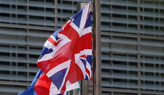 İngiltere, AB çalışanları için bin sterlin talep edecek