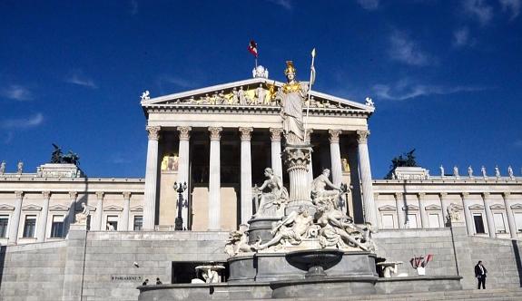 Avusturya'da yeni düzenlemeye tepkiler