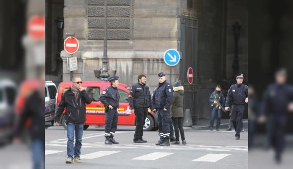 Paris saldırganının pasaportundan Türkiye vizesi çıktı