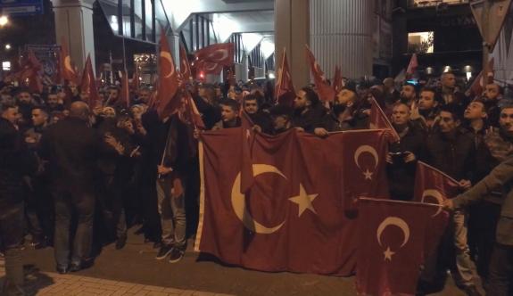 Hollanda'da Türkler Sokağa İndi