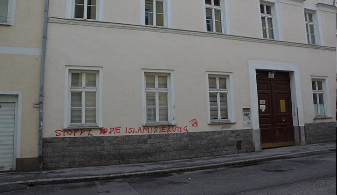 Avusturya İslam Cemaati Binasına Saldırı