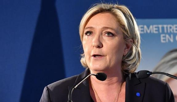 Le Pen'den flaş karar! İstifa etti