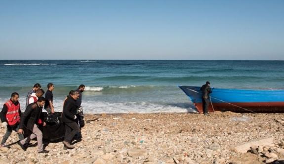 Libya'da sığınmacı botu battı!