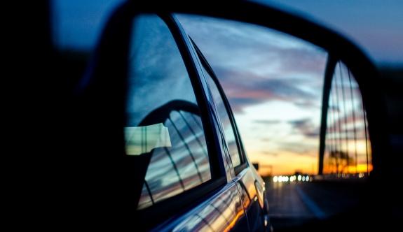 ÖAMTC uyardı: Arabadan atılan çöp pahalıya mal olabilir