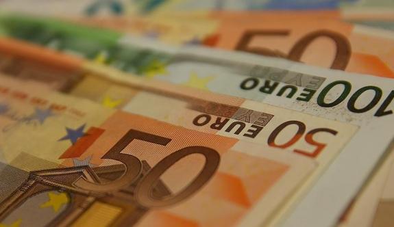 Avrupa Birliği avroyla aldı, dolarla sattı