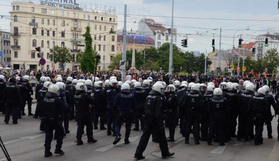 Avusturya'da geçen yıl görev başında 2.200 polis yaralandı