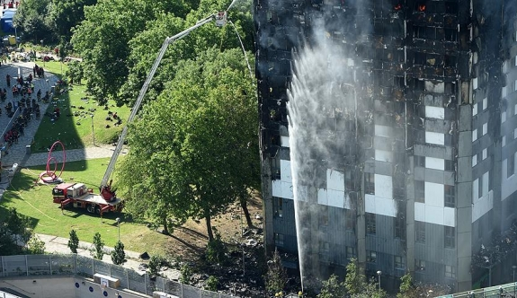 Londra'daki yangında ölenlerin kimlikleri belli olmaya başladı