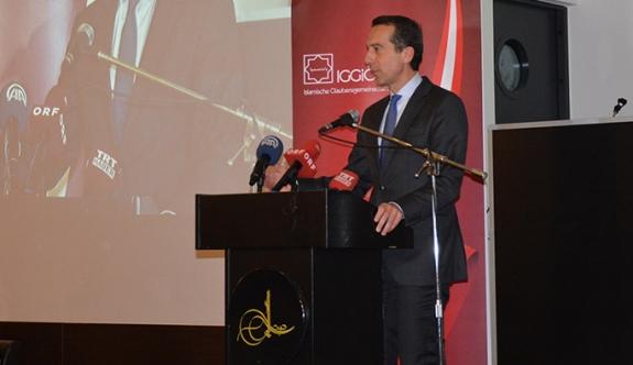 Strache, restaurant logosunu Osmanlı tuğrası yaptı