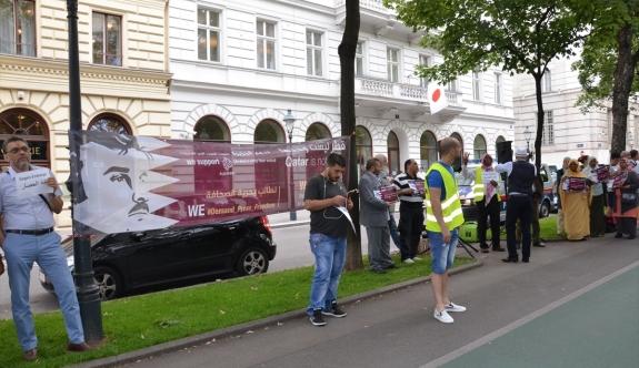 Viyana'da 'Katar'a Destek Gösterisi