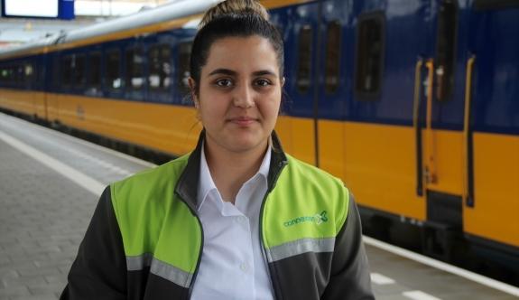 19 yaşındaki Ayşe, Hollanda'nın en genç bayan tren makinisti oldu