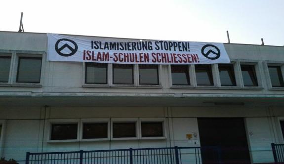 Viyana'da İslami kuruma Pankartlı Saldırı